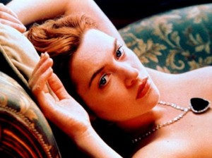 kate_winslet_titanic_nude_drawing_scene[1]